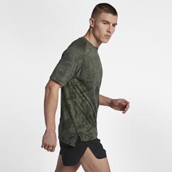 Мужская беговая футболка с коротким рукавом Nike MedalistМужская беговая футболка с коротким рукавом Nike Medalist из влагоотводящей ткани обеспечивает комфорт во время бега.<br>
