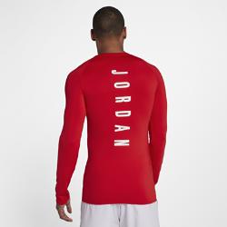 Мужская баскетбольная футболка с длинным рукавом Jordan 23 AlphaМужская баскетбольная футболка Jordan 23 Alpha из влагоотводящей ткани с длинными рукавами покроя реглан обеспечивает комфорт и свободу движений во время игры.<br>