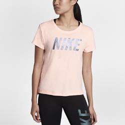 Женская беговая футболка с коротким рукавом Nike MilerЖенская беговая футболка с коротким рукавом Nike Miler из влагоотводящей ткани со вставкой из сетки на спине обеспечивает вентиляцию и комфорт на всей дистанции.Стандартный крой повторяет изгибы тела, создавая дополнительное пространство в ключевых зонах для оптимального комфорта и свободы движений.<br>