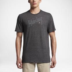 Мужская футболка Hurley Outline ScriptМужская футболка Hurley Outline Script из мягкой трехкомпонентной ткани обеспечивает комфорт на весь день.<br>