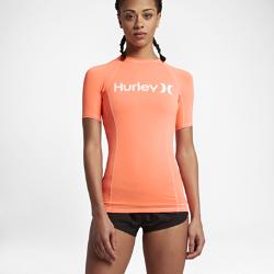 Женская футболка для серфинга Hurley One And OnlyЖенская футболка для серфинга Hurley One And Only с плоскими швами и фактором защиты от УФ-излучения 40+ обеспечивает комфорт и защиту от солнца.<br>