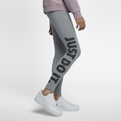 Женские леггинсы с графикой JDI Nike Sportswear Leg-A-SeeЖенские леггинсы с графикой JDI Nike Sportswear Leg-A-See из мягкой и эластичной ткани с облегающим кроем обеспечивают комфорт и естественную свободу движений.<br>