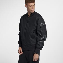 Мужская двусторонняя куртка Nike Sportswear AF1Мужская двусторонняя куртка Nike Sportswear AF1 с легкой теплоизолирующей конструкцией обеспечивает тепло и комфорт, а также позволяет создавать разные образы.<br>