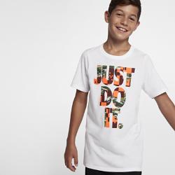 """Футболка для мальчиков школьного возраста Nike Sportswear """"Just Do It""""Футболка для мальчиков школьного возраста Nike Sportswear """"Just Do It"""" из мягкого хлопка обеспечивает комфорт на весь день.<br>"""