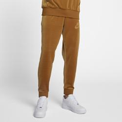 Мужские брюки из велюра Nike SportswearМужские брюки из велюра Nike Sportswear с зауженным кроем из мягкой ткани обеспечивают комфорт на весь день и не сковывают движений.<br>