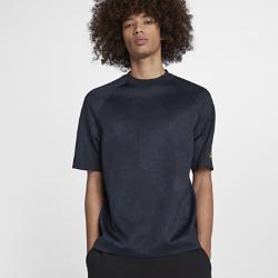 Мужская футболка с коротким рукавом Nike SportswearМужская футболка с коротким рукавом Nike Sportswear из мягкой ткани с эргономичными швами обеспечивает комфорт и свободу движений на весь день.<br>