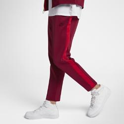 Мужские брюки из велюра Nike Sportswear LuxМужские брюки из велюра Nike Sportswear Lux из влагоотводящей ткани с классическим кроем обеспечивают комфорт в течение всего дня.<br>