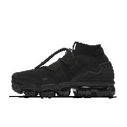 Беговые кроссовки унисекс Nike Air VaporMax Flyknit UtilityБеговые кроссовки унисекс Nike Air VaporMax Utility — в первую очередь функциональная модель. Функциональная конструкция позволяет удобно и быстро шнуровать кроссовки, а бортик средней высоты поддерживает голеностоп для абсолютного комфорта. В этой модели, созданной на основе оригинала, использован амортизирующий пеноматериал междустопой и инновационной вставкой VaporMax. Она сочетает в себе дерзкий образ с конструкцией для высокой скорости.  Больше амортизации  Слой из пеноматериала по всей длине между стопой и вставкой VaporMax обеспечивает больше мягкости и поддержки по сравнению с оригинальной моделью. Во время бега ты чувствуешь ту же легкость и упругость, что и у оригинала, но при этом получаешь больше стабилизации.  Регулируемая посадка  Два эластичных ремешка в средней части объединены с системой шнуровки для фиксации стопы. Фиксатор на шнурках позволяет мгновенно обеспечить идеальную посадку и начать движение.  Революционная амортизация  Инновационная вставка Max Air в сочетании с пеноматериалом защищает стопу от ударных нагрузок при касании земли.<br>