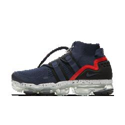 Беговые кроссовки Nike Air VaporMax Flyknit UtilityБеговые кроссовки Nike Air VaporMax Flyknit Utility — в первую очередь функциональная модель. Функциональная конструкция позволяет удобно и быстро шнуровать кроссовки, а бортиксредней высоты поддерживает голеностоп для абсолютного комфорта. В этой модели, созданной на основе оригинала, использован амортизирующий пеноматериал между стопой и инновационной вставкой VaporMax. Она сочетает в себе дерзкий образ с конструкцией для высокой скорости.  Больше амортизации  Слой из пеноматериала по всей длине между стопой и вставкой VaporMax обеспечивает больше мягкости и поддержки по сравнению с оригинальной моделью. Во время бега ты чувствуешь ту же легкость и упругость, что и у оригинала, но при этом получаешь больше стабилизации.  Регулируемая посадка  Два эластичных ремешка в средней части объединены с системой шнуровки для фиксации стопы. Фиксатор на шнурках позволяет мгновенно обеспечить идеальную посадку и начать движение.  Революционная амортизация  Инновационная вставка Max Air в сочетании с пеноматериалом защищает стопу от ударных нагрузок при касании земли.<br>