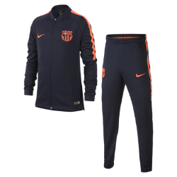 Футбольный костюм для школьников FC Barcelona Dri-FIT SquadФутбольный костюм для школьников FC Barcelona Dri-FIT Squad включает куртку и брюки из эластичной влагоотводящей ткани для комфорта и свободы движений на весь день.<br>