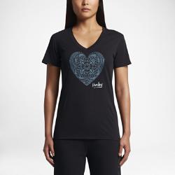 Женская футболка Hurley Big Heart PerfectЖенская футболка Hurley Big Heart Perfect с V-образным вырезом — идеальная модель для теплой погоды.<br>