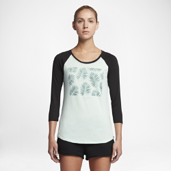 Женская футболка с рукавом 3/4 Hurley Palms Perfect RaglanЖенская футболка с рукавом 3/4 Hurley Palms Perfect Raglan со свободным кроем в классическом повседневном стиле украшена тропическим принтом, создающим атмосферу пляжного отдыха.<br>