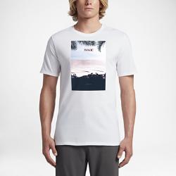 Мужская футболка Hurley PeninsulaМужская футболка Hurley Peninsula с принтом на груди по центру — это умиротворяющий пляж, который всегда с тобой.<br>