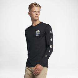 Мужская футболка с длинным рукавом Hurley SirenaМужская футболка с длинным рукавом Hurley Sirena украшена небольшой графикой в виде сирены — обитающего в море мифологического существа.<br>