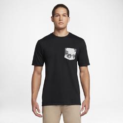 Мужская футболка Hurley Swarm PocketМужская футболка Hurley Swarm Pocket с небольшим нагрудным карманом и притом с тропическими цветами создает яркий образ.<br>