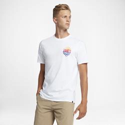 Мужская футболка Hurley TahitiМужская футболка Hurley Tahiti с мягким на ощупь принтом в технике трафаретной печати, вдохновленным флагом Таити, обеспечивает комфорт при занятиях серфингом.<br>