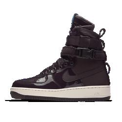 Женские кроссовки Nike SF Air Force 1 SE Premium Force Is FemaleЖенские кроссовки Nike SF Air Force 1 SE Premium, дизайн которых вдохновлен ботинками Nike Special Field, привносят стиль милитари в повседневную жизнь.<br>