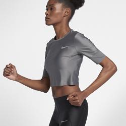 Женская беговая футболка с коротким рукавом NikeЖенская беговая футболка с коротким рукавом Nike из влагоотводящей ткани с сетчатой структурой обеспечивает охлаждение и комфорт во время бега.<br>