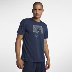 Мужская футболка с графикой Nike Dri-FITМужская футболка с графикой Nike Dri-FIT из влагоотводящей ткани обеспечивает абсолютный комфорт на площадке и за ее пределами.<br>