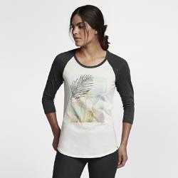 Женская футболка с рукавом 3/4 Hurley Leafy Perfect RaglanЖенская футболка с рукавом 3/4 Hurley Leafy Perfect Raglan с классическим силуэтом украшена мягким принтом в технике трафаретной печати в центре спереди.<br>