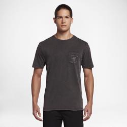 Мужская футболка Hurley Dawn Patrol Acid WashМужская футболка Hurley Dawn Patrol Acid Wash спереди и сзади украшена стильной графикой, изображающей жест «шака» — популярный способ приветствия среди серферов. В небольшомнагрудном кармане можно хранить важные мелочи. Информация о товаре  Состав: 100% хлопок Машинная стирка Импорт<br>