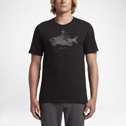 Мужская футболка Hurley FishtailsКлассическая мужская футболка Hurley Fishtails с изображением байкера на рыбе-мотоцикле обеспечивает комфорт на весь день. Информация о товаре  Состав: 100% хлопок Машинная стирка Импорт<br>