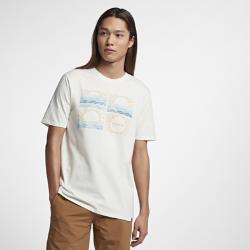 Мужская футболка Hurley SunriseЛегкая и комфортная мужская футболка Hurley Sunrise идеально подходит для встречи рассвета на пляже.<br>