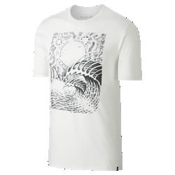 Мужская футболка Hurley WaveМужская футболка Hurley Wave украшена мягким принтом в технике трафаретной печати. Красочная иллюстрация напоминает о твоем райском уголке.<br>