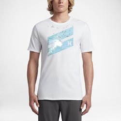 Мужская футболка Hurley Icon Slash LineupМужская футболка Hurley Icon Slash Lineup украшена знакомым всем серфингистам изображением, нанесенным в технике трафаретной печати. Мягкий хлопок обеспечивает комфорт на пляже и во время прогулки домой.<br>