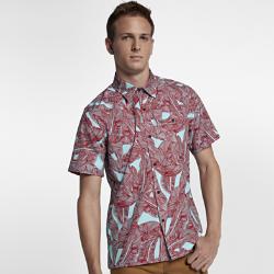 Мужская рубашка с коротким рукавом Hurley LushМужская рубашка с коротким рукавом Hurley Lush, украшенная принтом с пальмовыми листьями по всей поверхности, создает яркий тропический образ для любой ситуации. Классический крой с планкой на пуговицах — идеальный выбор для пляжной вечеринки.<br>