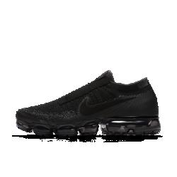 Беговые кроссовки унисекс Nike Air VaporMax Flyknit SEБеговые кроссовки унисекс Nike Air VaporMax Flyknit SE — новая версия оригинальной модели с нашей самой инновационной системой амортизации для легкости и упругости. Они выполнены без шнурков для создания минималистичного обтекаемого силуэта.  Легкость и амортизация  Амортизация Air обеспечивает максимальную защиту от ударных нагрузок по всей поверхности. Особые вырезы делают подошву еще более гибкой и легкой.  Идеальная посадка, вентиляция и комфорт  Материал Flyknit повторяет форму стопы, обеспечивая плотную посадку. Конструкция верха усиливает вентиляцию, обеспечивая охлаждение во время пробежки и в течение всего дня.  Удобно снимать и надевать  В обновленном верхе из материала Flyknit нет классической шнуровки. Особая отделка вместо отверстий для шнурков создает аккуратный вид.  Подробнее  Накладки на носке и пятке для стабилизации и сохранения формы Резиновые накладки на подошве для прочности Перепад: 10 мм  В ОСНОВЕ ДИЗАЙНА  Кроссовки Air VaporMax символизируют новую эпоху инноваций Nike. «Они кардинально изменили наш подход к созданию Air», — рассказывает Закари Элдер, создатель инновационнойтехнологии амортизации. Создавая VaporMax, дизайнеры хотели воплотить ощущение бега «словно по воздуху». В первую очередь они изменили структуру вставки Air, чтобы ее можно было прикрепить прямо к верху. «Это стало самым большим вызовом, — говорит Том Минами, ведущий дизайнер обуви, — но результат того стоил. Здесь нет стельки и подошвы, и вставка Air ощущается совершенно по-новому». В предыдущих версиях Air Max главной целью было максимально увеличить вставку Air, но в разработке VaporMax во главе углаэффективность, а не размер. «Когда стопа касается земли, каждый выступ упирается во вставку Air, усиливая давление, — объясняет Закари Элдер. — При отталкивании давление снижается и создается пружинящий эффект». Воплощение идеи заняло семь лет, и теперь Том и Закари довольны результатом. «Я очень горжусь тем, что получило