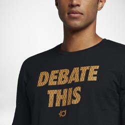 """Мужская футболка Nike 2017 """"Debate This"""" CelebrationМужская футболка Nike 2017 """"Debate This"""" Celebration из влагоотводящей ткани дополнена графическим принтом в честь чемпионов.<br>"""