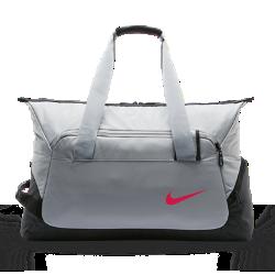 Теннисная сумка-дафл NikeCourt Tech 2.0Прочная теннисная сумка-дафл NikeCourt Tech со специальными отделениями позволяет удобно и надежно переносить экипировку.<br>
