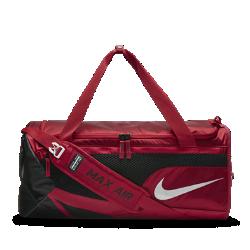 Сумка-дафл Nike Vapor Max Air 2.0 (средний размер)Сумка-дафл Nike Vapor Max Air 2.0 с большим основным отделением и разными отделениями для сухих и влажных вещей обеспечивает удобное хранение всего необходимого для тренировки в зале. Лямка Max Air делает переноску удобной, а влагонепроницаемое покрытие дна защищает экипировку на влажных полях и в раздевалках.<br>