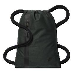 Мешок на завязках Nike Sportswear TechМешок на завязках Nike Sportswear Tech с легкой минималистичной конструкцией позволяет носить с собой все необходимое для тренировок и повседневной жизни.<br>