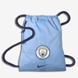 Футбольный мешок на завязках Manchester City FC StadiumФутбольный мешок на завязках Manchester City FC Stadium с легкой минималистичной конструкцией с фирменными деталями позволяет иметь под рукой всю нужную экипировку.<br>