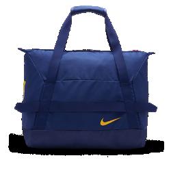 Футбольная сумка-дафл FC Barcelona StadiumПрочная футбольная сумка-дафл FC Barcelona Stadium с вместительным основным отделением и внутренним карманом позволяет организованно хранить экипировку.<br>
