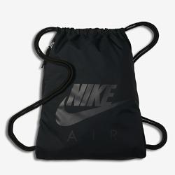 Спортивная сумка Nike Sportswear HeritageСпортивная сумка Nike Sportswear Heritage с легкой минималистичной конструкцией позволяет носить с собой все необходимое для тренировок и повседневной жизни.<br>