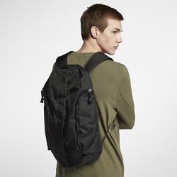Рюкзак NikeLabВместительный рюкзак NikeLab с большим основным отделением и несколькими специальными карманами позволяет организованно хранить все необходимое.<br>
