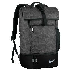 Рюкзак Nike SportРюкзак Nike Sport с отложным верхом на пряжке и несколькими карманами для мелочей позволяет удобно и организованно хранить экипировку. Благодаря специальному отделению на молнии обувь можно хранить отдельно от других вещей.<br>