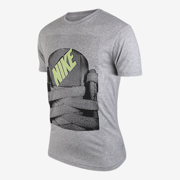 Low Resolution Nike Tongue Tied 男子 T 恤