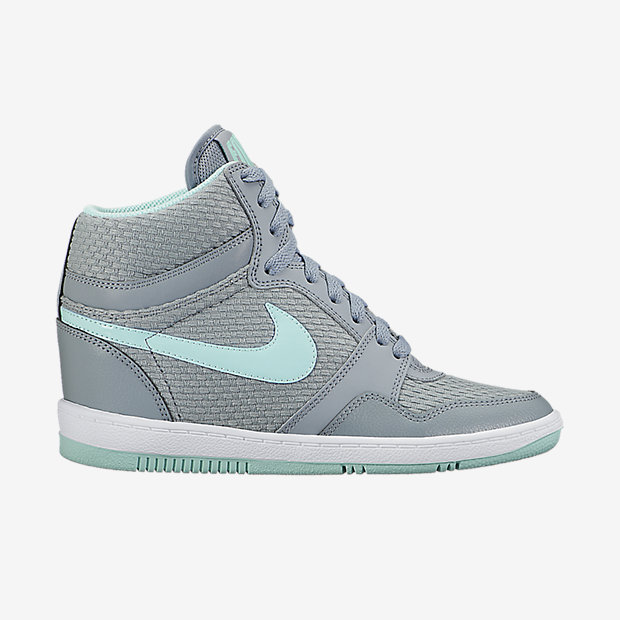 Low Resolution Nike Force Sky High 女子运动鞋