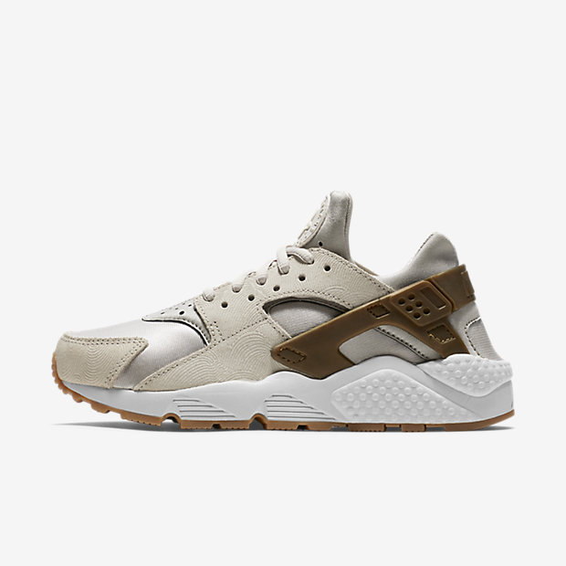 Low Resolution Nike Air Huarache Premium Suede 女子运动鞋
