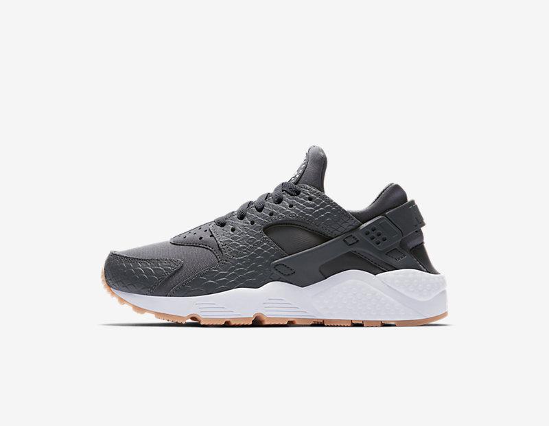 Nike Air Huarache SE