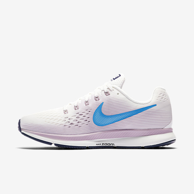 Built For Beginners And Experienced Runners The Nike Air Zoom Pegasus 34 Women S Running Shoe Features An Updated Lighter Flymesh Material That Helps
