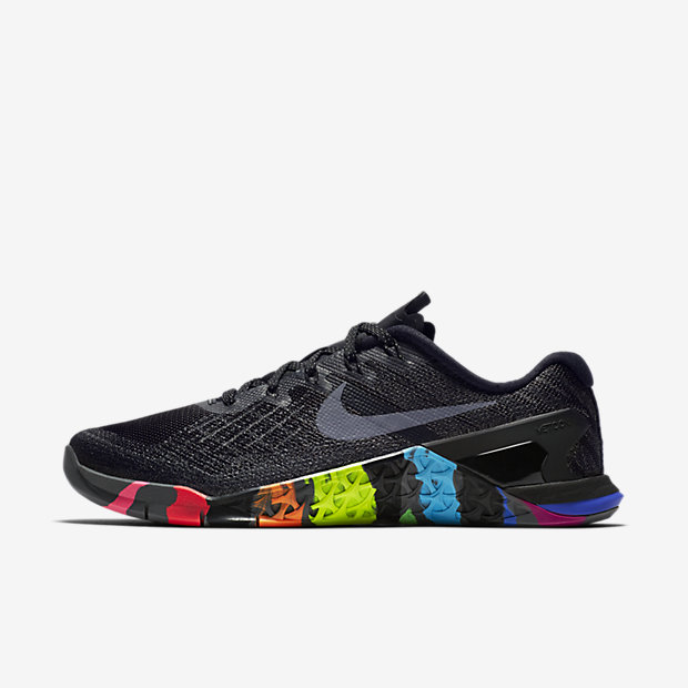 Low Resolution Nike Metcon 3 BETRUE 女子训练鞋