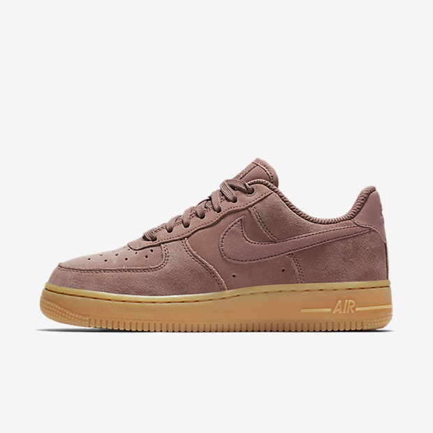 Low Resolution รองเท้าผู้หญิง Nike Air Force 1 '07 SE Suede