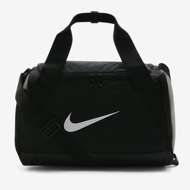 sac de sport de training nike brasilia tr s petite taille. Black Bedroom Furniture Sets. Home Design Ideas