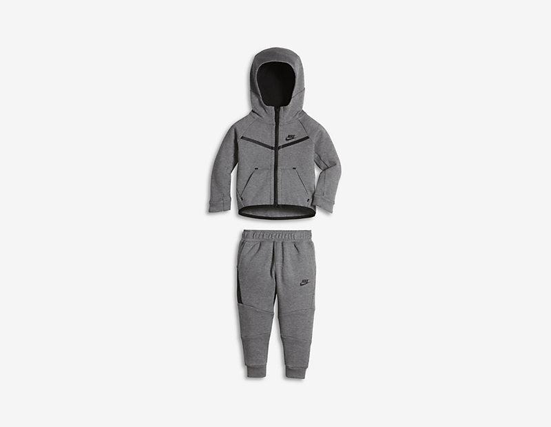 Nike Tech Fleece Two-Piece