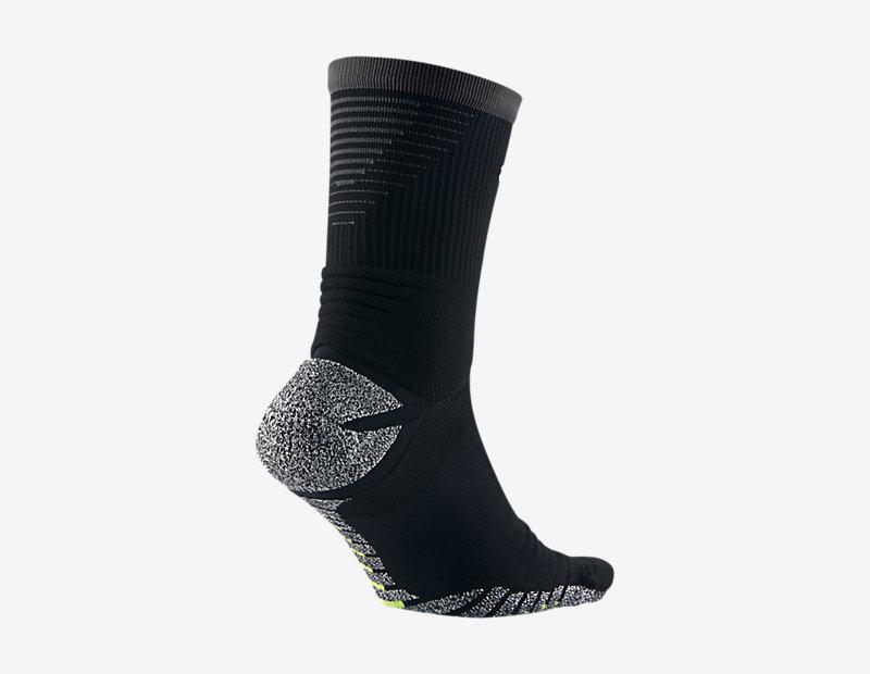 NikeGrip Strike Lightweight Crew